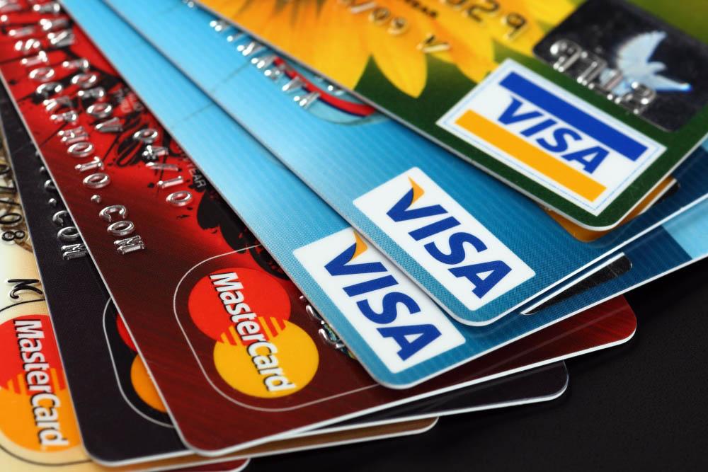 ✈ Как безопасно пользоваться банковской картой за границей