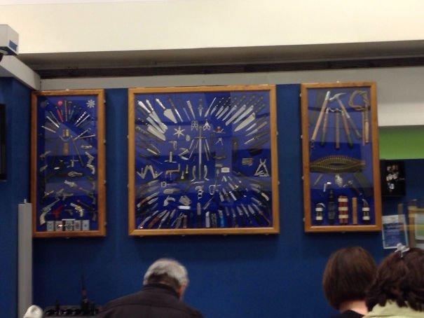 Аэропорт Кливленда. Галерея конфискованных вещей