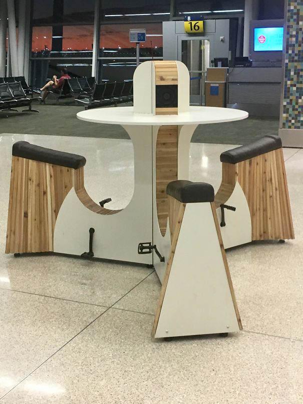 Аэропорт Брисбена. Устройство для зарядки гаджетов