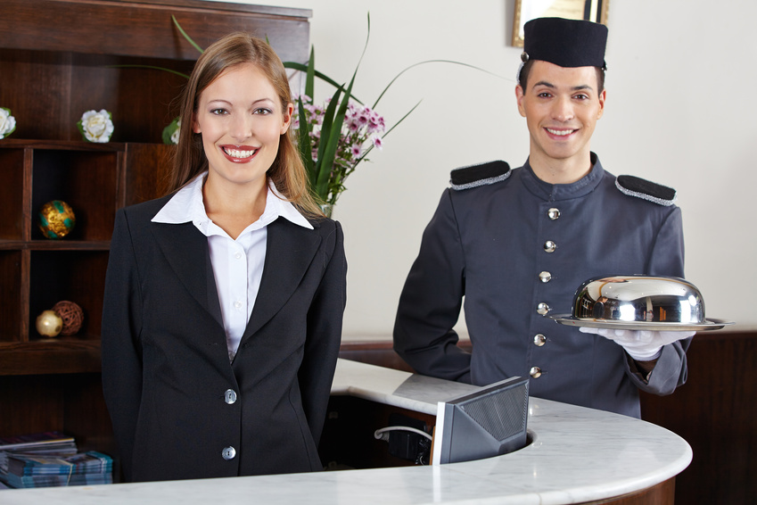 ✈ Для чего нужны швейцар и портье в отеле