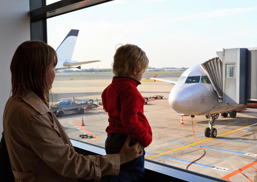Почему лучше летать белыми самолетами, а не цветными