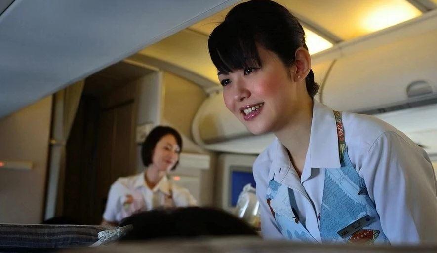 foto-indiankoy-yaponskie-styuardessi-so-svoimi-uslugami-foto