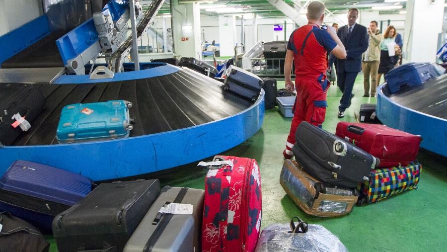 Картинки по запросу кражи из багажа в аэропорту