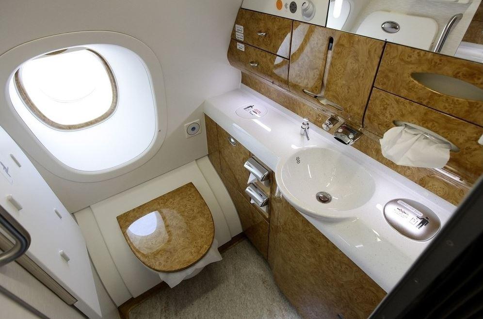 Как устранить неприятный запах в туалете: трюк от стюардесс